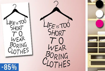 Kledinghanger muursticker met tekst 'Life is too short to wear boring clothes' nu slechts €5,95!