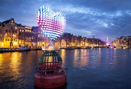 Voucher voor een rondvaart door de grachten tijdens de Amsterdam light show nu al vanaf €19,99 | Laat je betoveren!