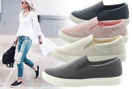 Slip-on schoenen met snake print nu €14,95 | Mis de aanbieding niet!