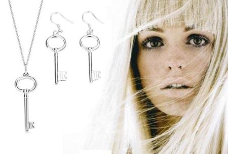 Verzilverde sleutel ketting en oorbellen