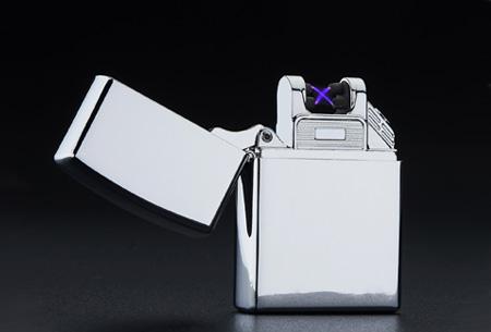 Klassieke aansteker   Oplaadbaar via USB zonder brandstof Zilverkleurig