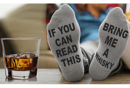 Bring me whisky of pass me the remote sokken | De ideale sokken voor de man whisky