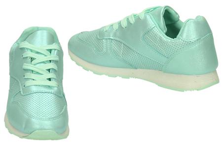 Shiny sneakers   Schitter als nooit tevoren met deze glamorous sneakers!