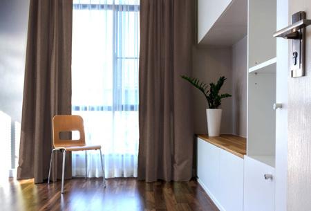 Larson hotelkwaliteit verduisterende gordijnen | Visgraat motief gordijnen voor een mooie prijs