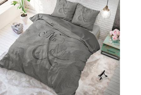 Luxe print dekbedovertrekken van Dreamhouse | Voor een comfortabele nachtrust  Mr and Mrs - antraciet