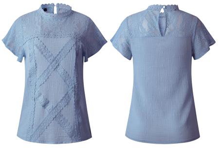 Lace top | Stijlvol damesshirt met kanten details lichtblauw