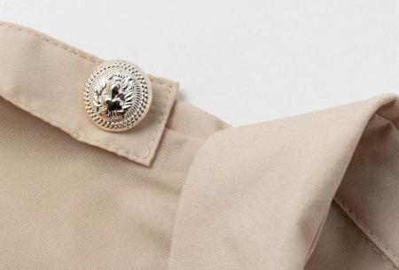 Dames blouse met goudkleurige knopen   Luchtige musthave met vintage detail!