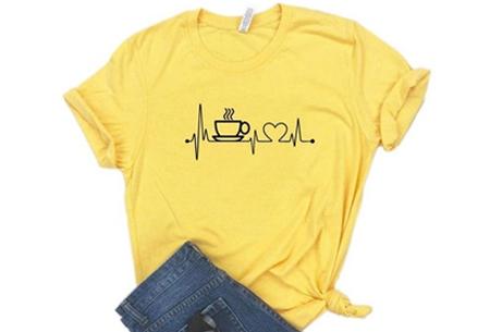 Dames T-shirt met koffie- of wijnopdruk | Hilarisch shirt voor koffie- of wijnliefhebbers Koffie - geel
