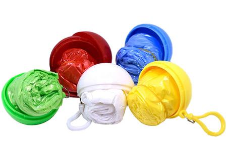 Set van 5 poncho sleutelhangers | Plastic regenjas voor dames en heren