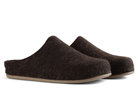 Heren & dames pantoffels van Travelin   Wollen sloffen met grip- en slijtvaste rubberen zool Bruin