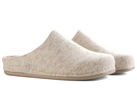 Heren & dames pantoffels van Travelin   Wollen sloffen met grip- en slijtvaste rubberen zool Ecru