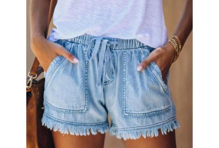 Denim short   Korte damesbroek van jeansstof - in 5 kleuren Lichtblauw