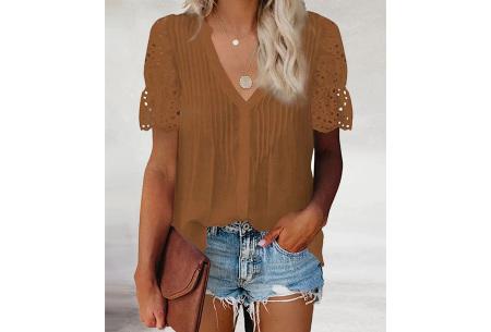 Broderie blouse voor dames | Prachtige linnenlook blouse met opengewerkte korte mouwen Bruin