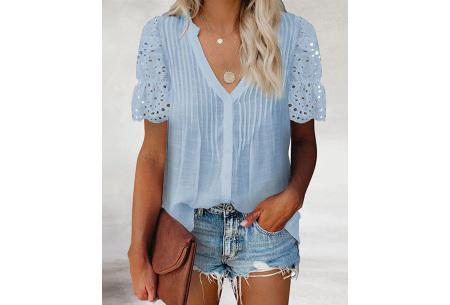 Broderie blouse voor dames | Prachtige linnenlook blouse met opengewerkte korte mouwen Lichtblauw