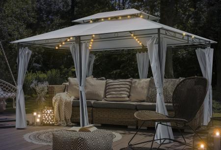 Luxe tuinpaviljoen van Intimo Garden   Knus prieel met zijdoeken en ledverlichting